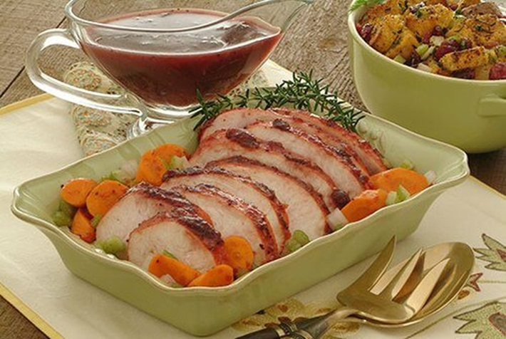 Slow Cooker Turkey Breast with Carrots and Cranberry Gravy